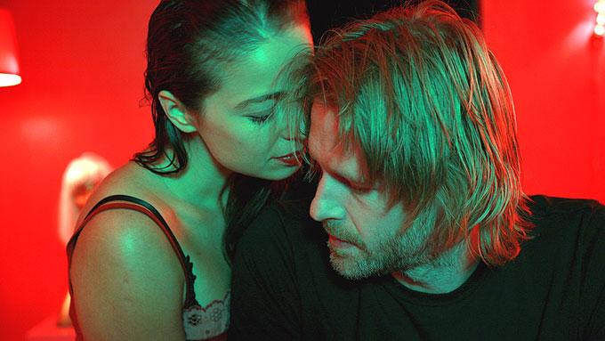 """Kathrine Fagerland og Trond Espen Seim som Anne og Varg i """"Bitre blomster""""."""