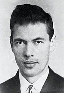 FØRSTE KONTAKT: Evgenij Beljaev var den første KGB-agenten Treholt kom i kontakt med. Det første møtet mellom dem fant sted i Oslo høsten 1967.   Beljaev og Treholt hadde de neste par årene jevnlig kontakt, og sommeren 1971 introduserte Beljaev Treholt for en annen KGB-agent som kom til å bety svært mye for Treholts framtid - Genadij Titov.