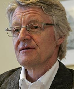 VIL HA MER ÅPENHET: Treholts forsvarer Harald Stabell utfordrer PST til å offentliggjøre hele Treholt-dommen.