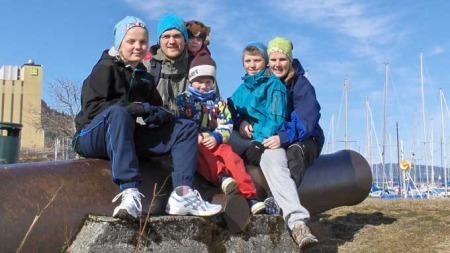 Inger Anne og mannen Viggo med barna Ruben (12), Berit (10), Isak (5) og Ingeborg (2) (Foto: privat)