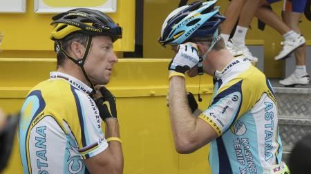 BLIR LAGKAMERATER: Lance Armstrong og Gregory Rast.  (Foto: IAN LANGSDON/EPA)