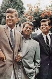 INGEN IGJEN: Brødrene Kennedy står alle igjen som ikoner i amerikansk politikk. Fra venstre; John F. Kennedy, Robert «Bobby» Kennedy og nylig avdøde Edward «Ted» Kennedy.  (Foto: SCANPIX)