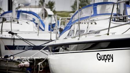 I denne båten hadde Lura planlagt å seile jorden rundt.  (Foto: KOEN VAN WEEL/EPA)