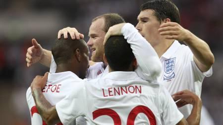 Jermain Defoe, Wayne Rooney, Aaron Lennon og Gareth Barry.  (Foto: TOM HEVEZI/AP)