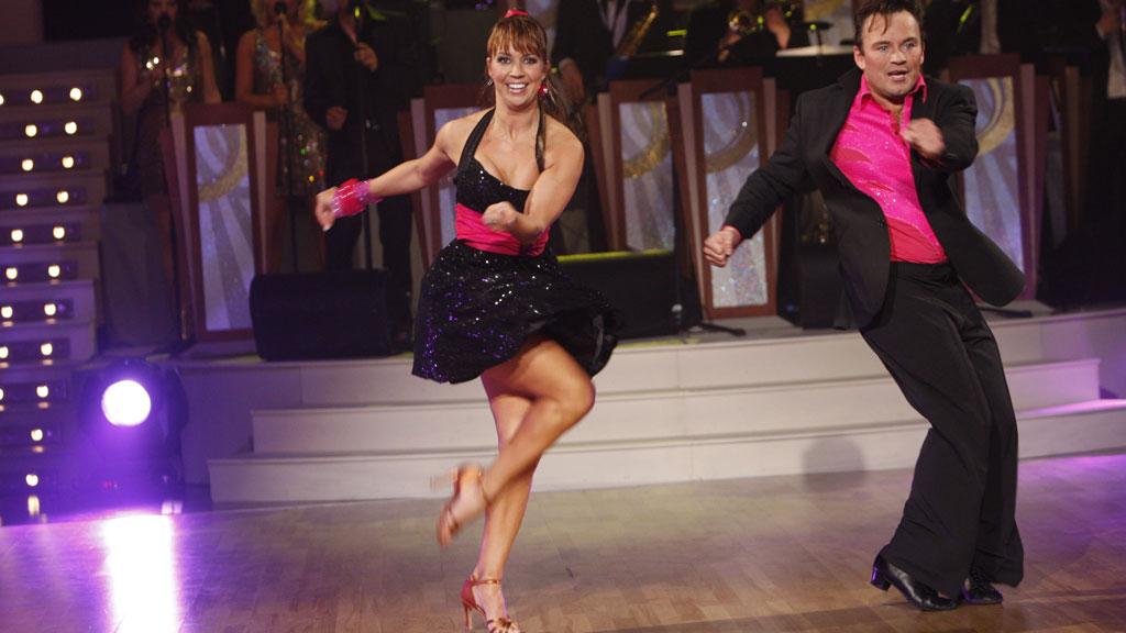Therese Cleve og Mikkel Gaup danser Jive. Fra «Skal vi danse» 2008 (Foto: Terje Bendiksby, SCANPIX)