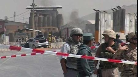 Selvmordsangrep mot den internasjonale flyplassen i Kabul, Afghanistan. (Foto: AP)