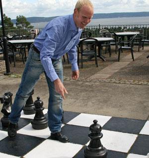 Jan-Erik-spiller-sjakk (Foto: Lasse Sandaker-Nielsen)