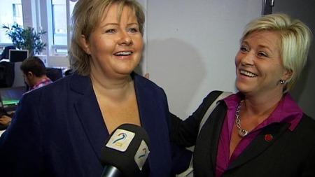 LITT BLIDERE: Tilsynelatende hjalp klemmen på stemningen mellom de to. (Foto: TV 2)