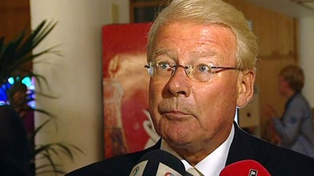 Carl I. Hagen er godt fornøyd med Frps valgkamp, og roser partileder Siv Jensens innsats. Mediene er han ikke like godt fornøyd med. (Foto: TV 2)