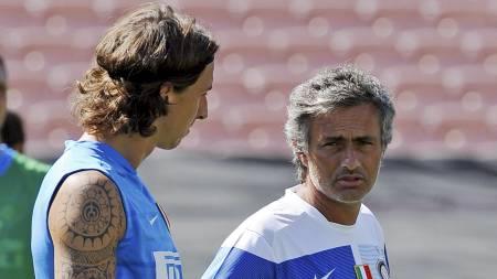 Zlatan og Mourinho  (Foto: KEVORK DJANSEZIAN/AFP)