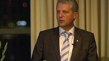 KrF-leder Dagfinn Høybråten mener valgkampen har vært nærsynt. - Vi har vært ganske alene om å løfte blikket ut over landets grenser, sier Høybråten. (Foto: TV 2)