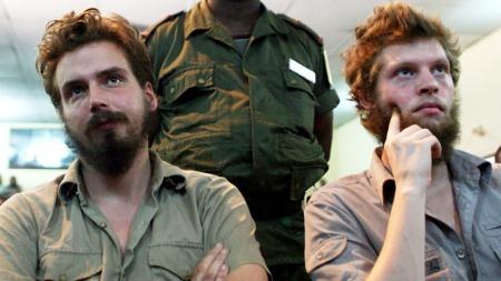Tjostolv Moland og Joshua Frenchs i rettsalen i Kongo.