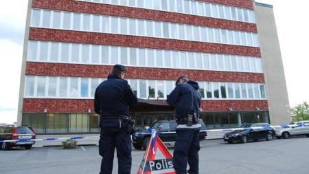 Politiet sperret av bygget til G4S etter ranet. (Foto: Anja Tho Gunnersen)