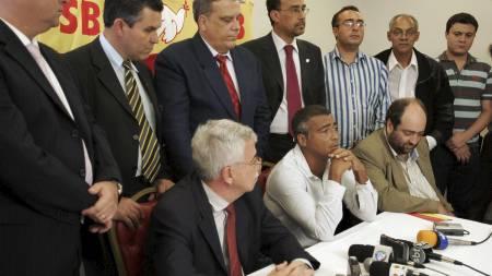 MØTTE PRESSEN: Romario fortalte om sine politiske visjoner på en pressekonferanse i Rio. (Foto: Ricardo Moraes/AP)