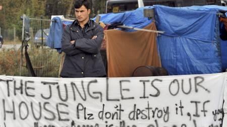 Asylsøkere kjemper for det de kaller hjemmet sitt, Jungelen i byen Calais i Frankrike. (Foto: PHILIPPE HUGUEN/AFP)