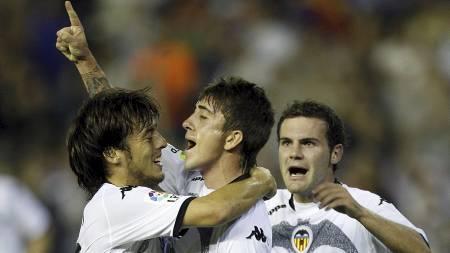 KLASSEMÅL: Pablo (i midten) viste frem sin utsøkte teknikk da han sørget for 1-1. (Foto: Alberto Saiz/AP)