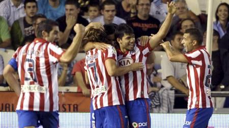 KLASSEMÅL: Sergio Agüero hadde en enkelt jobb da han fikset Atlético-ledelse, men forarbeidet var av høy klasse. (Foto: KAI FOERSTERLING/EPA)