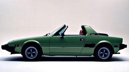 Fiat X1/9, av en eller annen grunn  var veldig mange av bilene grønne.