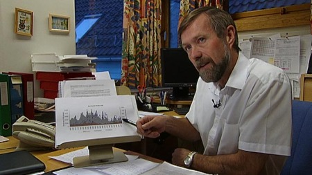Harald Gjøsæter ved Havforskingsinstituttet forventer kraftig økning i torskebestanden de nærmeste årene. (Foto: TV 2)