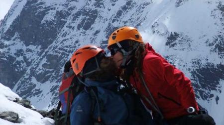 Rolf Bae og Cecilie Skog på vei opp K2 under ekspedisjonen i   2008. (Foto: Cecilie Skog)