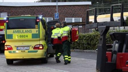 Flere ambulanser kom til stedet etter ulykken og gutten ble fraktet til sykehus, men livet sto ikke til å redde. (Foto: SCANPIX)