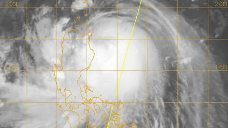 Dette værkartet viser tyfonen Parma på vei over Filippinene lørdag morgen. (Foto: US Navy/AP)