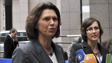 Tysklands landbruksminister, Ilse Aigner, ber EU om mer penger til landbruket. (Foto: GEORGES GOBET/AFP)