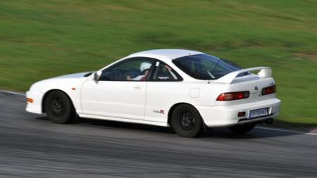 Både Eirik og Hondaen trives på banen! (Foto: Sigmund Bade)