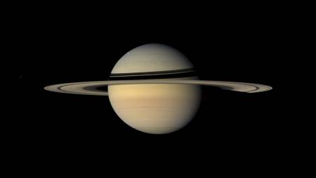 Saturn sett fra månen Lapetus. (Foto: HO/AFP)