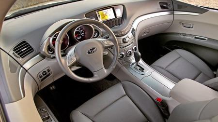 Svært særpreget interiør og alt du kan tenke deg av utstyr i   Subaru Tribeca.