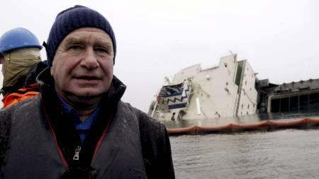 Skipsreder Atle Jebsen under bergingsarbeidet etter Rocknes-katastrofen i Vatlestraumen i januar 2004. (Foto: Hommedal, Marit/SCANPIX)