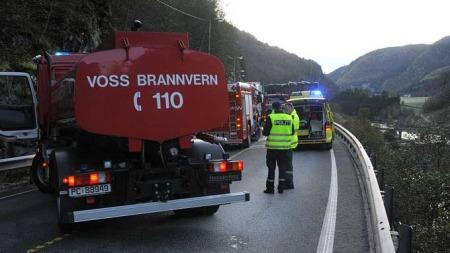 DØDSULYKKE: To personer omkom i trafikkulykken på E16 ved Bolstad i Voss tirsdag ettermiddag. En tredje person er alvorlig skadet. (Foto: Arnstein Karlsen)