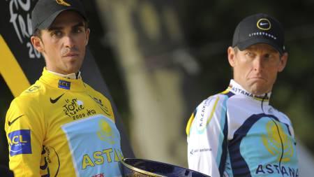 Det var alt annet enn god stemninge mellom Astana-rytterne Alberto   Contador og Lance Armstrong under Tour de France 2009. (Foto: PATRICK   HERTZOG/AFP)
