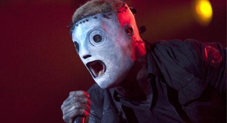 MASKERTE: Vokalist Corey Taylor og resten av bandmedlemmene   i Slipknot bærer skremmende masker både på konserter og i intervjuer.