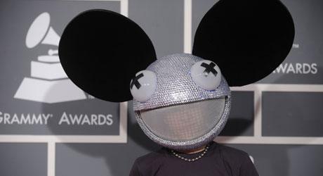 LEVENDE? Selv med hodet til en død, smilende mus er «Deadmau5»   veldig tilstedeværende på konserter.