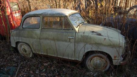 Sjarmerende liten Lloyd Alexander. Bilen er fra 1958. (Foto: Bilde fra støttegruppen på Facebook)
