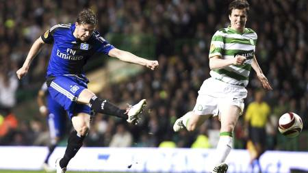 Marcus Berg (L) scores the 1-0 for Hamburg during the UEFA Europa League match between Celtic Glasgow and SV Hamburg at Celtic Park, Glasgow, Scotland (Foto: BRIAN STEWART/EPA)