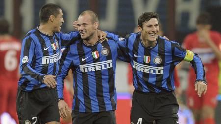 Ivan Cordoba, Wesley Sneijder og Javier Zanetti (Foto: ALBERTO PIZZOLI/AFP)