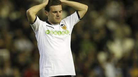 TIL LIVERPOOL? Benitez kan skaffe Mata til Anfield. (Foto: JOSE JORDAN/AFP)