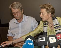 SLUTTET: Karen Espelund og fotballpresident Sondre Kåfjord på pressekonferansen der det ble opplyst at Espelund slutter som generalsekretær i Norges Fotballforbund med umiddelbar virkning.  (Foto: Morten Holm)