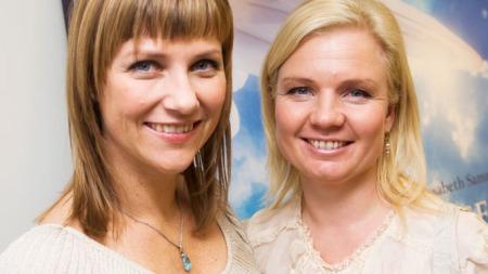 Oslo 20091022. Prinsesse Märtha Louise (t.v.) og Elisabeth Samnøy er forfatterne bak boken