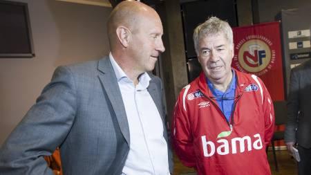 Nils Johan Semb (tv) og landslagstrener Egil Olsen (Foto: Junge, Heiko/SCANPIX)