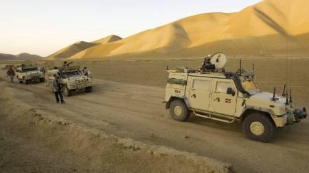 NORSKE STYRKER: Norske ISAF soldater fra PRT Meymaneh (Provinsial Reconstruction Team) i pansrede Iveco kjøretøyer på oppdrag i Kwaya Sabz Posh distriktet i Faryab provinsen i Nord Afghanistan. Bildet er tatt i september 2008. (Foto: Junge, Heiko/SCANPIX)