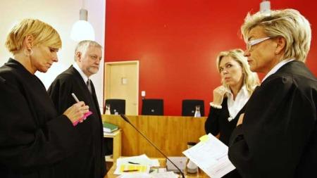 Politiadvokat Jorid Kile Berg (f.v.), statsadvokat Per Egil Volledal og forsvarer Gunhild Lærum snakker sammen under rettsaken i Follo tingrett. (Foto: SCANPIX)