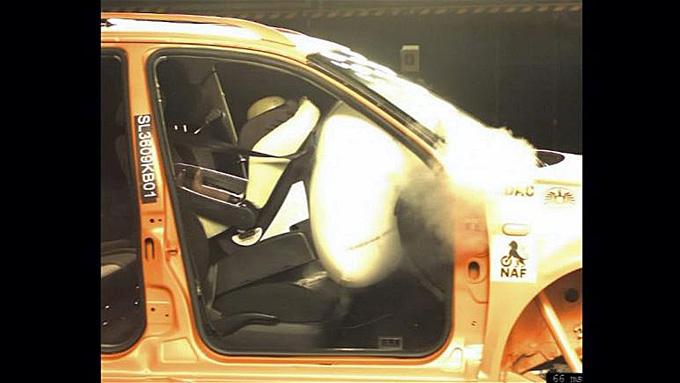 En airbag som ikke er koblet ut kan være livsfarlig for barnesete plassert foran. (Foto: NAF/ANB)