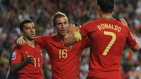 Simao Sabrosa, Raul Meireles, Cristiano Ronaldo (Foto: FRANCISCO LEONG/AFP)