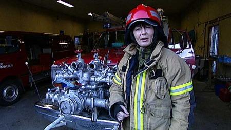 Helga-Mari Tessem er brannkonstabel, intensivsykepleier og hjortejeger.  (Foto: TV 2)