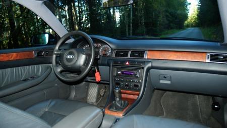 Interiøret var en liten revolusjon da bilen kom og holder seg fortsatt overraskende bra. (Foto: Sigmund Bade)