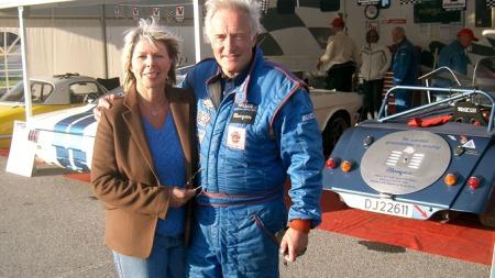 Knut Chr.  Hallan - her med kona Gro -  er en liten legende innenfor det meste som har med bil å gjøre i Norge. Nå er han på jobb for Broom!
