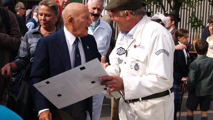 Knut Hallan sammen med racinglegenden Stirling Moss. Hallan stilte på Goodwood Rivival med sin Morgan Supersoprt, en bil Moss tidligere har kjørt.